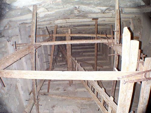 Bent Pyramid - Lower chamber looking upward - Copyright (c) 2001 Andrew Bayuk, All Rights Reserved
